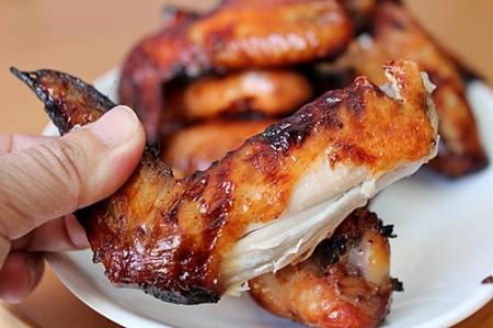 Cách làm cánh gà nướng thơm ngon từ bếp nướng than hoa